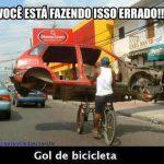 Gol de bicicleta versão Facebook