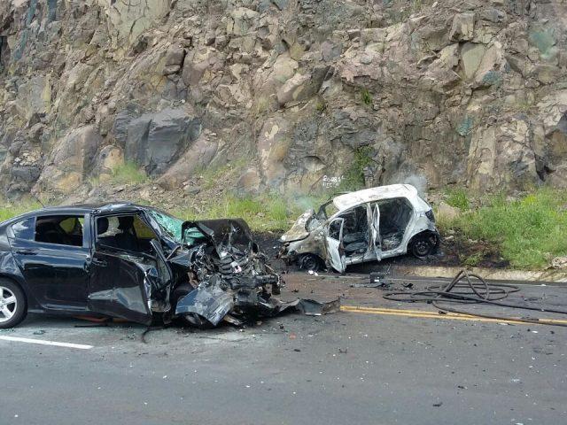 Após colisão frontal veículo pega fogo entre Formosa do Sul e Quilombo