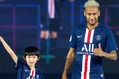 Neymar não jogará pelo PSG até início da temporada, afirma jornal francês